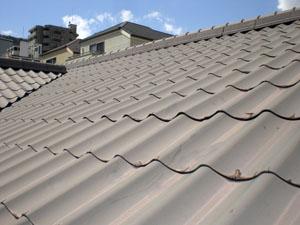 新建材の屋根材が使われているリフォーム前の様子